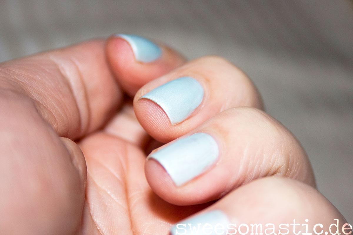 C02 Lilas Bleus aus der Rock-O-Co LE von Catrice